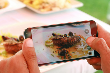 Social-food mania: oggi l'atto di mangiare passa per i social